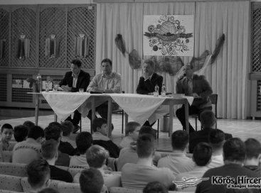 Hallható: Szarvas Péter, Dr. Kiss Gergely, Szilágyi Tibor