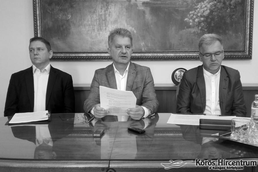 Hallható: Szarvas Péter, Nagy Ferenc, Borbola István