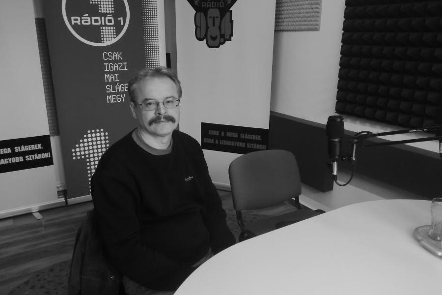 Hallható: Dr. Elek Tibor
