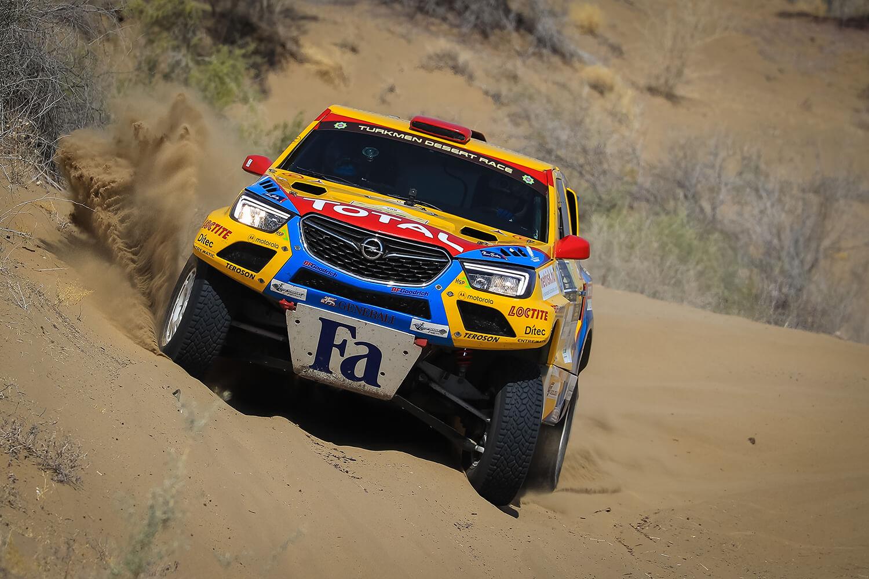 Kimerítő első szakaszon van túl az Opel Dakar Team