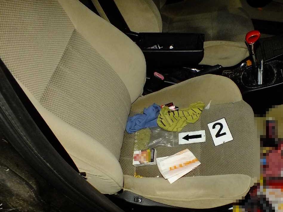 Előállítottak egy férfit Békéscsabán, autójában kábítószer gyanúját keltő anyag volt