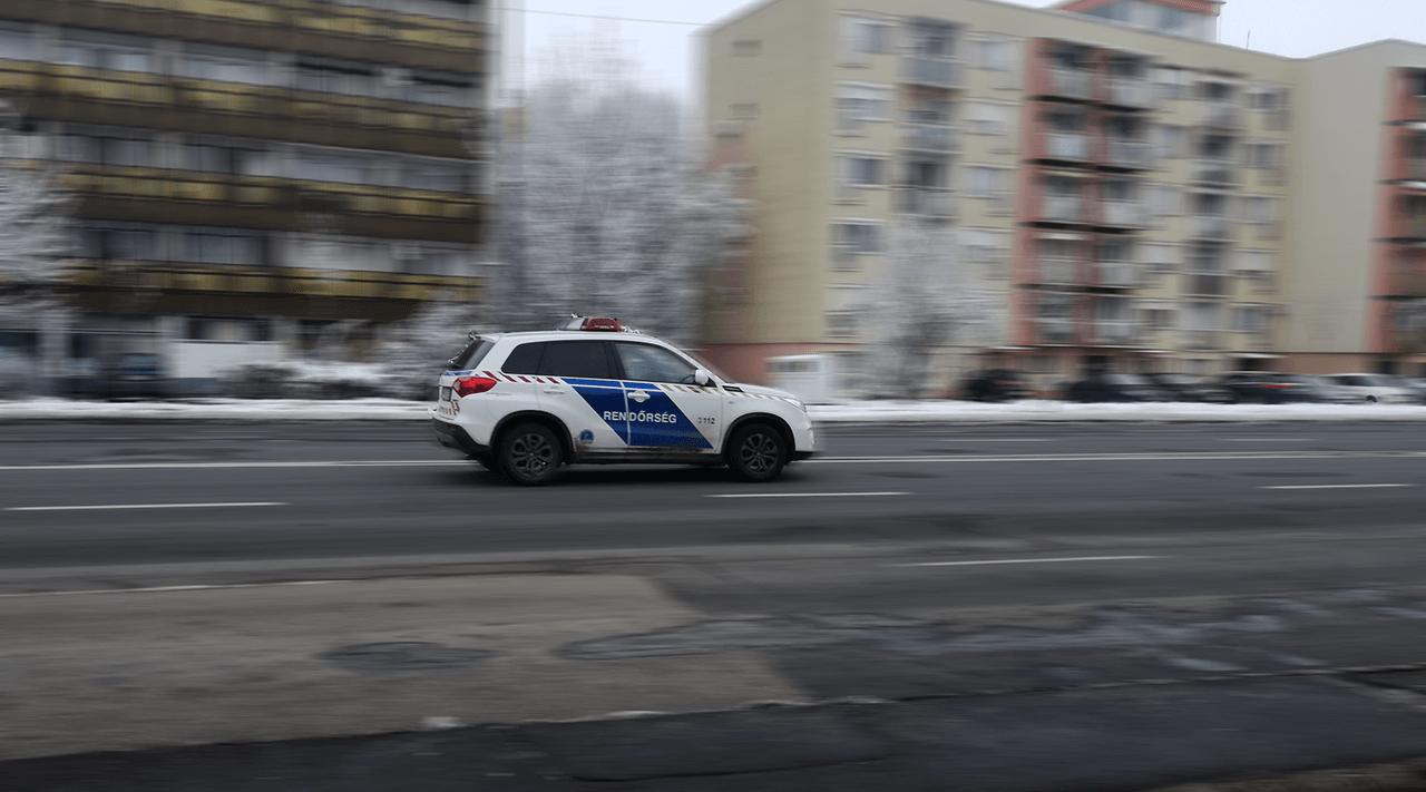 Egy idős hölgyön segítettek a rendőrök Békéscsabán