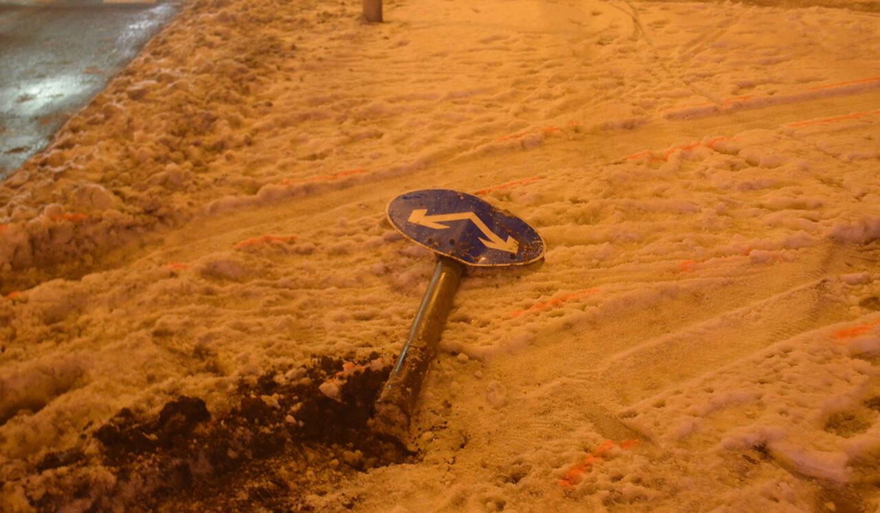Két táblát döntött ki autójával az ittas férfi Békéscsabán