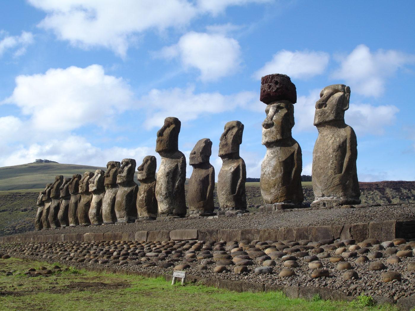Vízforrások helyét jelölhették a Húsvét-szigetek szoborfejei